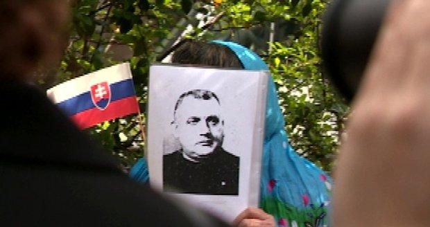 Kotlebovci si připomněli výročí Tisovy popravy.