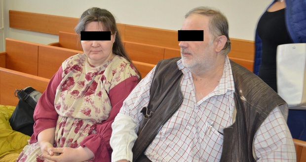 Čtyři syny týrali ve jménu Boha: Hladové je bili kabelem, dostali podmínku