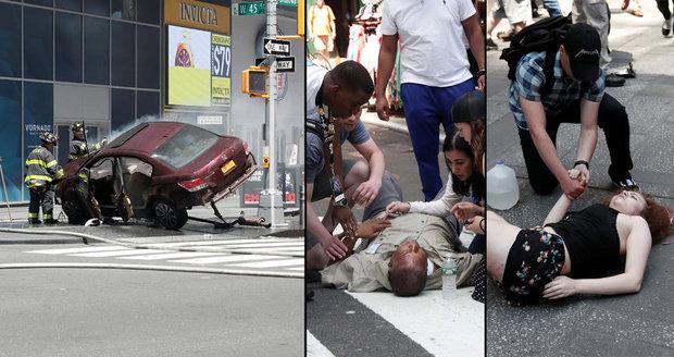 Řidič zabíjel v New Yorku: Šlápl na plyn a najel autem do davu