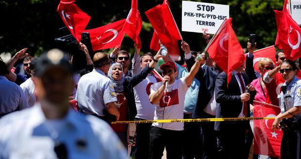 Demonstrace proti Erdoganovi
