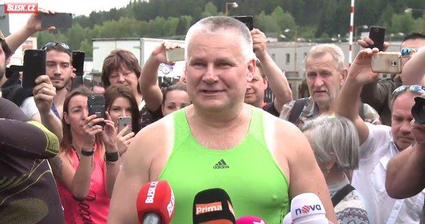 První vteřiny Jiřího Kajínka mimo vězení