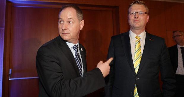 Šéf Starostů Petr Gazdík (vlevo) a předseda KDU-ČSL Pavel Bělobrádek na sjezdu lidovců