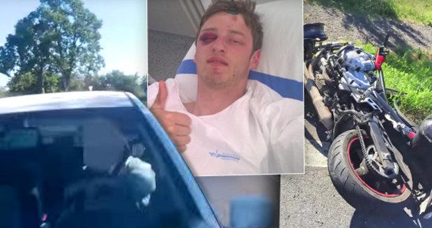 Řidič fabie přejel při projíždění zatáčky do protisměru a srazil motorkáře. Robin nehodu, při které utrpěl těžká zranění, natočil.