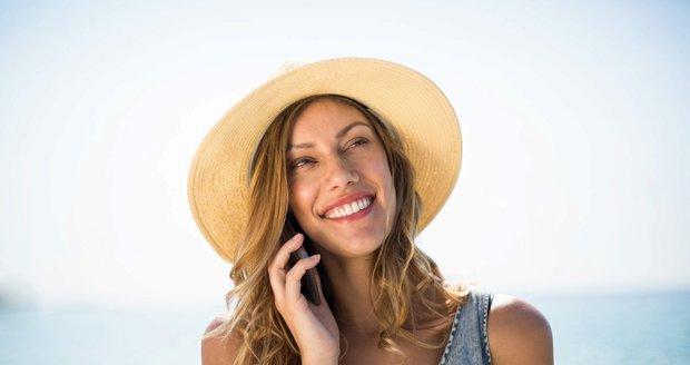 Konec drahého roamingu: Ode dneška voláme levněji, ale pozor na chytáky!