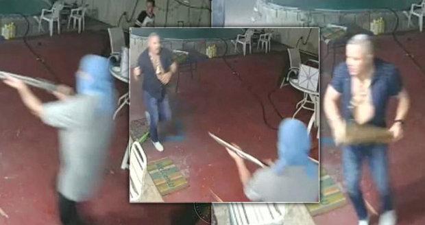 Muž z Floridy svůj majetek ubránil mačetou.