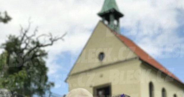 Svatba jako z pohádky: Hynek Čermák si vzal luční vílu Veroniku Mackovou.