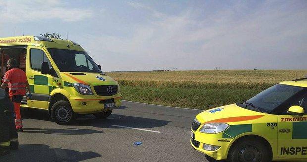 Dva lidé zemřeli při nehodě na Znojemsku, pět lidí se zranilo