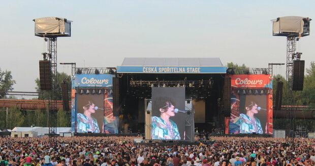 Čtvrteční vystoupení LP nalákalo k hlavní stage tisíce lidí.