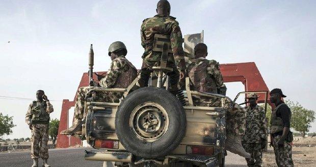 Sebevražedná atentátnice v Nigérii zabila 27 lidí