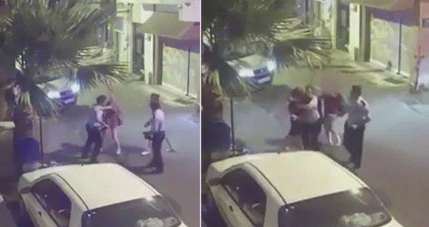 Ženy šly nahlásit sexuální útok. Policista jednu z nich zbil za to, že byla neslušně oblečená