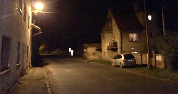 Auto u Čáslavi srazilo dítě (4). Muž se zastal řidiče a zbili ho
