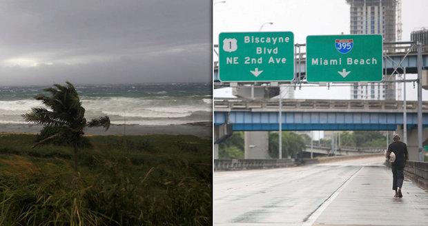 """""""Kliďte se jí z cesty!"""" vyzývá obyvatele Trump. Irma už je na Floridě"""