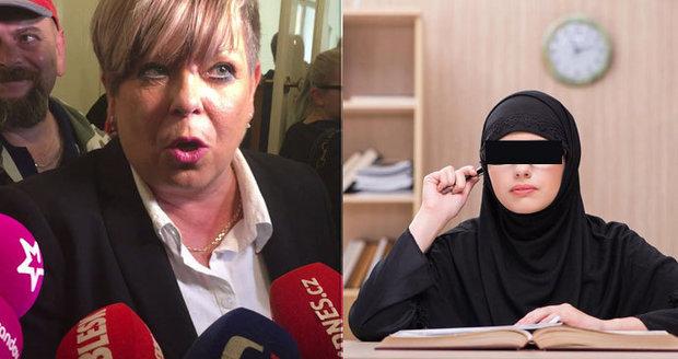 Hádky o hidžáb ve škole: Dle ředitelky vyhrál zdravý rozum, řešily se i kříže v Lidlu