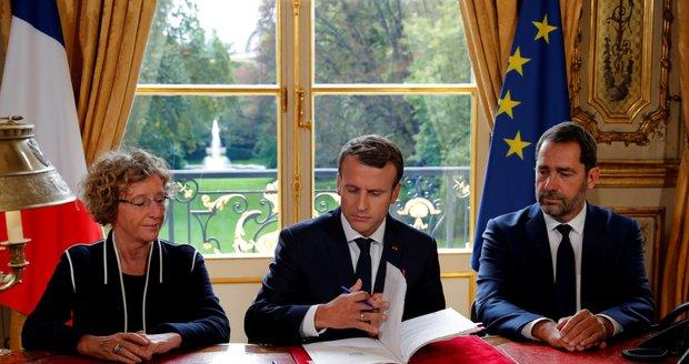 Macron ztratil část příznivců. Podepsal kontroverzní reformu zákoníku práce