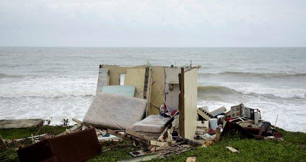 Maria zabila už více než 30 lidí. Sílící hurikán připravil o elektřinu většinu Portorika