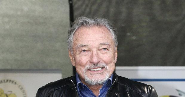 23. 9. 2017 11:50 hod. Praha-Motol: Karel zpívá na psím dni.