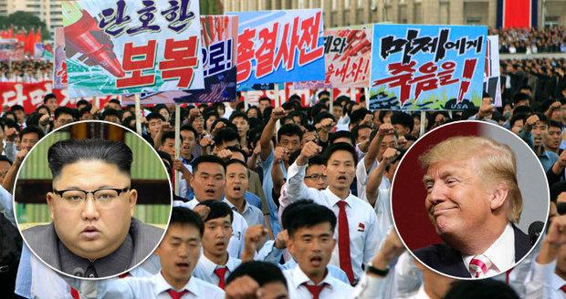 """""""Už tu moc dlouho nebudou,"""" prohlásil Trump o KLDR. Severokorejci protestují v ulicích"""