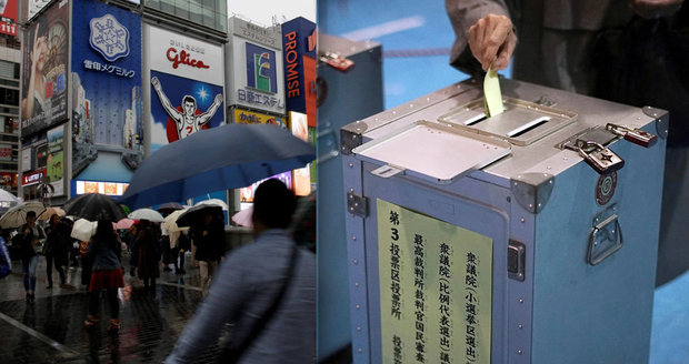 Japonci odvolili, Abe podle odhadů vyhrál. Zemi přitom ohrožuje tajfun