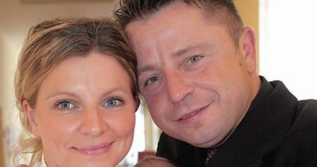 Petr Muk s manželko a malou Noemi.