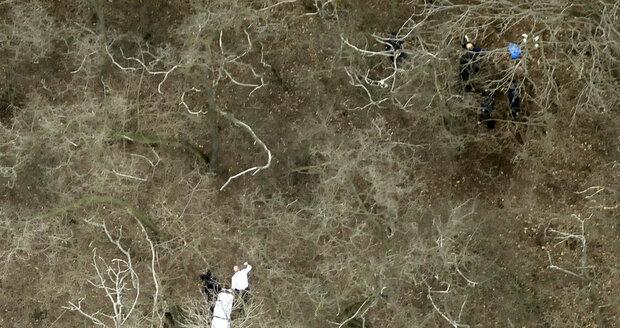 Tělo bylo zakopáno hluboko pod zemí, proto ho na podzim nenašli policejní psi.