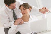 Sexuální obtěžování v práci: Co byste si neměli nechat líbit?