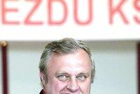 Ransdorf je doma a necítí vinu: Popírá výběr peněz v bance a píše prohlášení