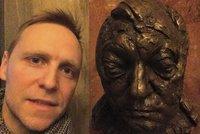 Nov� �editel ND provokuje Hru��nsk�ho: Vyfotil se s�bustou jeho otce