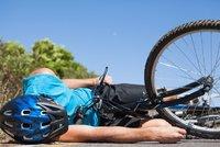 Mu� (�42) na Strakonicku spadl z kola a zem�el. Nezvl�dl zat��ku na cyklostezce?