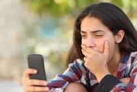 Trávíte s chytrým telefonem více než 68 minut denně? Pak trpíte depresí, odhalila studie