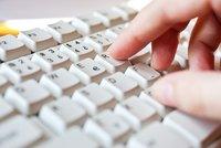 Smlouvy obcí a úřadů budou povinně na webu. Výjimku mají vísky, ale i parlament