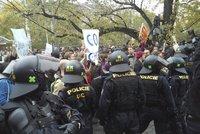 Těžkooděnci klidnili náměstí Míru. Odpůrce imigrantů podpořil i lídr Pegidy