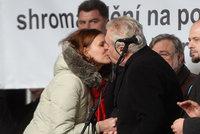 Velebení Zemana na Albertově: Organizovala ho milovnice Ruska a Putina