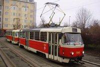 Rvačka v ostravské tramvaji skončila krvavě: Muž napadl druhého teleskopickým obuškem