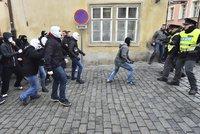 """""""Sluníčka jsou fašisti,"""" řvali v Praze odpůrci uprchlíků. A chtěli se prát"""
