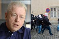 Chovanec o útoku bílých kukel na prouprchlické centrum: Hrozí fašizace lidí