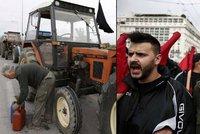Traktor p�es cestu, tis�ce na�tvan�ch farm���: �eckem zm�taj� dal�� protesty