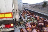 Velká pivní tragédie: U Mariánek se z kamionu vysypaly stovky lahváčů
