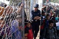 Proudy 25 tisíc uprchlíků putují Řeckem na sever. Tam je čekají zavřené hranice