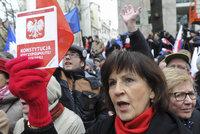 Na 50 tisíc Poláků vystavilo vládě červenou. Premiérka ignoruje ústavní soud