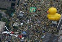 Milion lidí v ulicích. Po korupčním skandálu se Brazilci postavili prezidentce