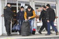 Na Břeclavsku zadrželi uprchlíky z Iráku. Rumun je napěchoval i do kufru auta