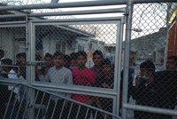 Nenávist k migrantům trvá. Zneužívají ji čeští i světoví politici, tvrdí Amnesty