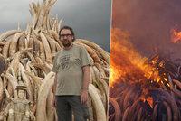 V Keni zapálili rekordní množství slonoviny. Byl u toho i šéf královédvorské zoo