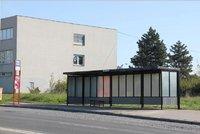 Torza autobusov�ch zast�vek Na Jelen�ch jsou pry�: M�stn� se po 15 letech do�kali opravy