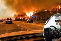 Ohniv� peklo v Kanad�: �t�k mezi plameny a v hust�m d�mu