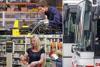 Dělníci, prodavači a řidiči berou víc. Firmy volají po posilách z Ukrajiny