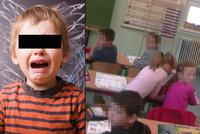 Křik a pláč: Sociálka násilím odvlekla prvňáka ze třídy. Jen chtěl být s babičkou