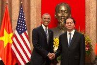 Obama ve Vietnamu: Disidenta sebrala policie, jen aby se s prezidentem nesetkal
