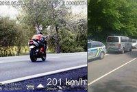 Zdrogovan� motork�� uj�d�l policii rychlost� 200 km/h! P�i pron�sledov�n� do�lo i na st�elbu