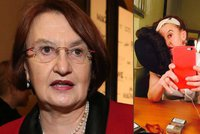 Eva Holubov� na konci sil: P�e��v� d�ky �aji, cigaret�m a l�k�m
